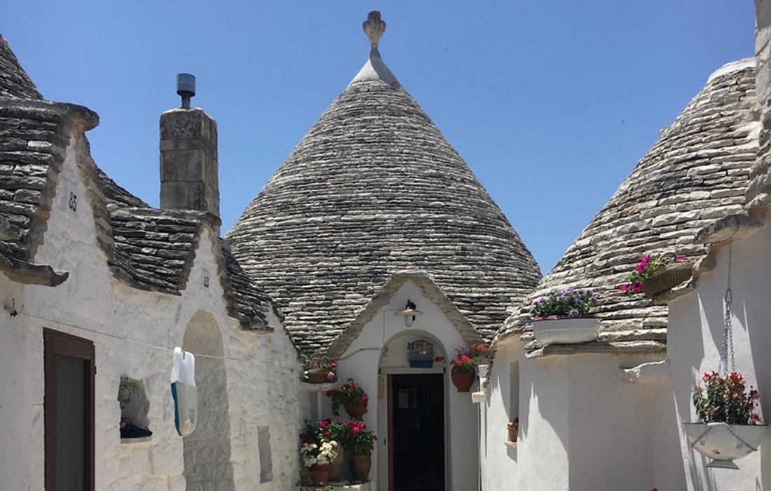 I caratteristici tetti conici dei trulli