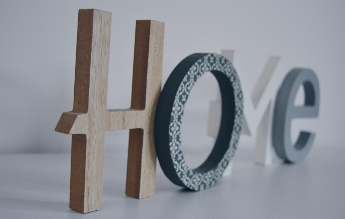 """Decorazione in legno con scritta """"Home"""""""